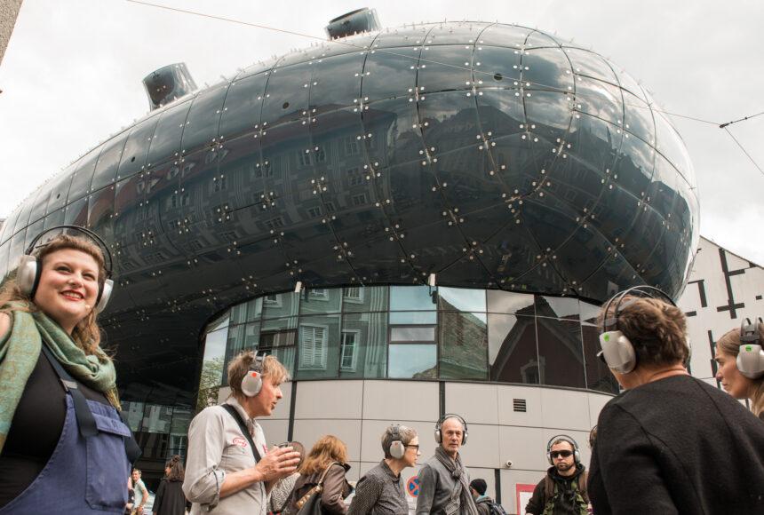 Guerillawalk Kunsthaus Graz Oliver Hangl feat. Barbis Ruder